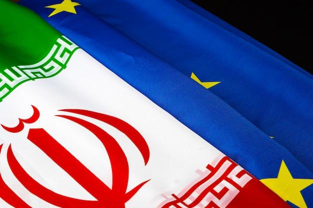 Флаги ирана и флаг евросоюза вместе