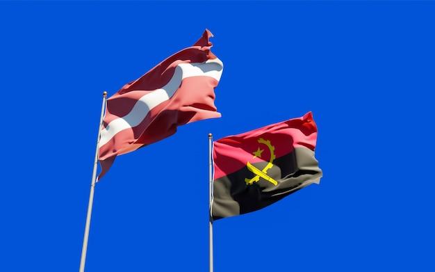 ラトビアとアンゴラの旗。