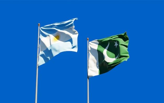 パキスタンとアルゼンチンの旗。