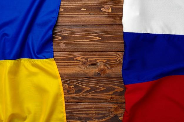 ロシアとウクライナの旗を一緒に、コピースペース