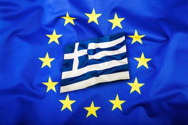 Флаги греции и европейского союза. флаг греции и флаг ес. флаг внутри звезд. концепция мирового флага.