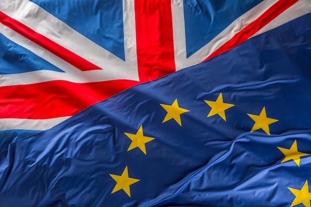 영국과 유럽 연합의 깃발입니다. 영국 국기와 eu 국기. 영국 유니온 잭 플래그입니다.