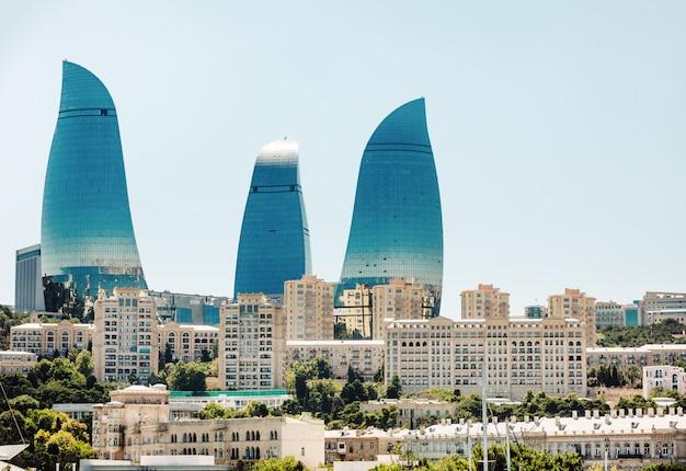 Небоскреб flame towers в баку, азербайджан