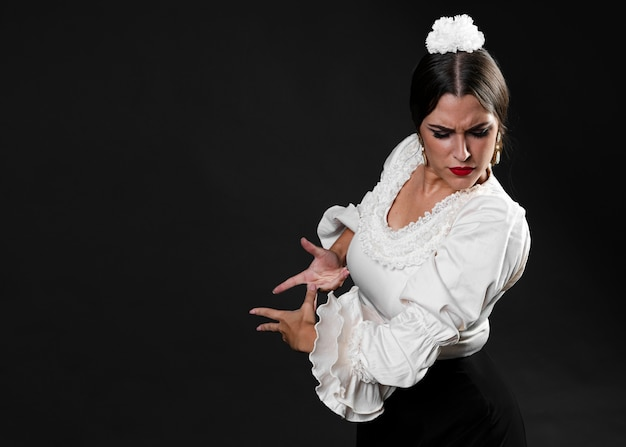 Flamenca performing traditional floreo