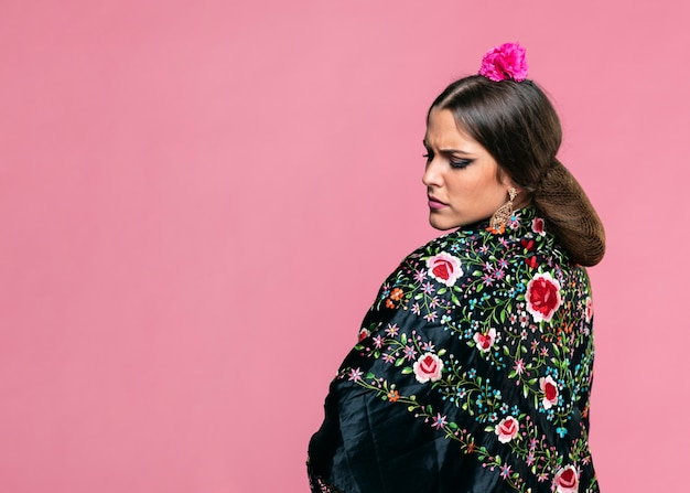 Flamenca wearing manila shawl with pink background