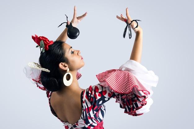 아름다운 드레스를 입고 플라멩코 댄서