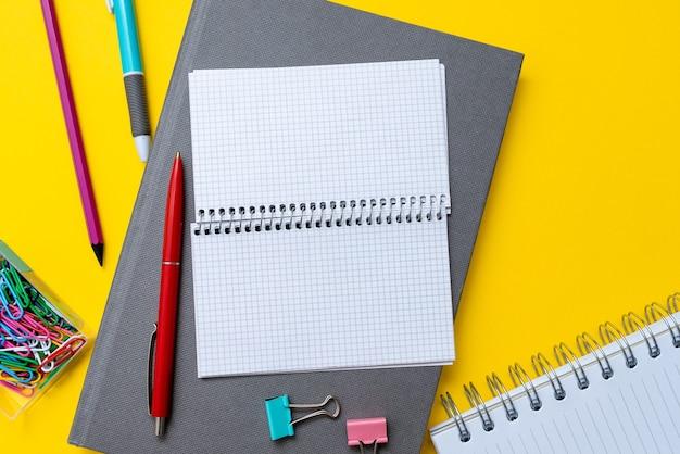 화려한 학교 사무용품, 밝은 교육 학습 컬렉션, 창의적인 쓰기 도구, 교육용 물건, 혼합 학생용 펜 종이 노트북 스티커 메모 연필