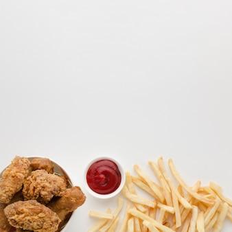 Disposizione piana di cibo americano con spazio di copia