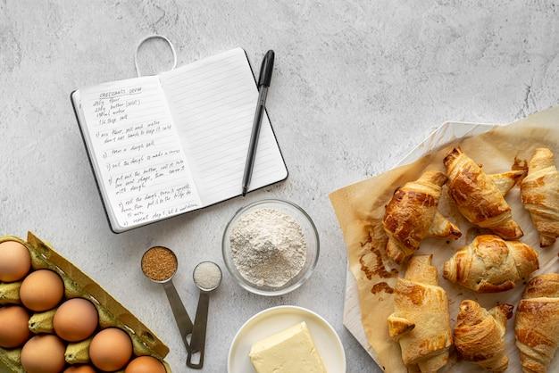 Плоская планировка вкусной еды и ингредиентов