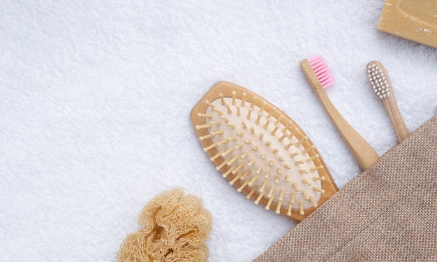 Плоская планировка с кисточками и полотенцем