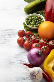 Плоская композиция с овощами