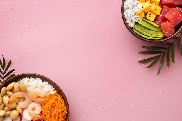 Assortimento piatto di deliziose poke bowl
