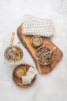 Assortimento piatto di piante essiccate