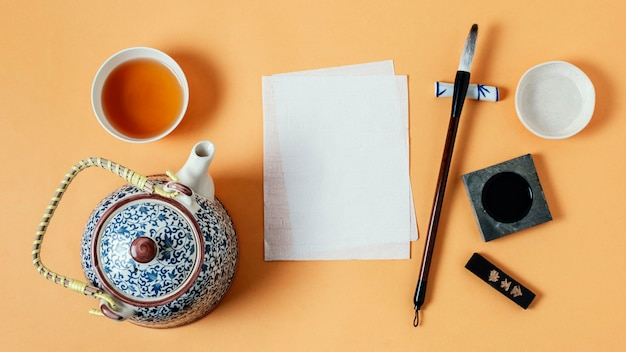 빈 종이와 중국 잉크의 평면 위치 구색
