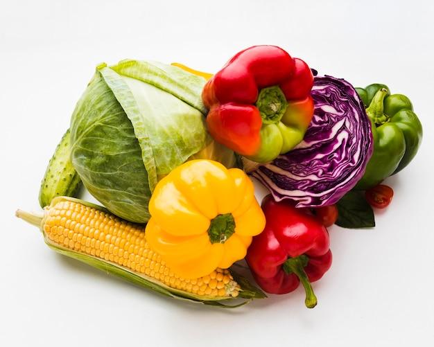 Плоский ассортимент различных свежих овощей