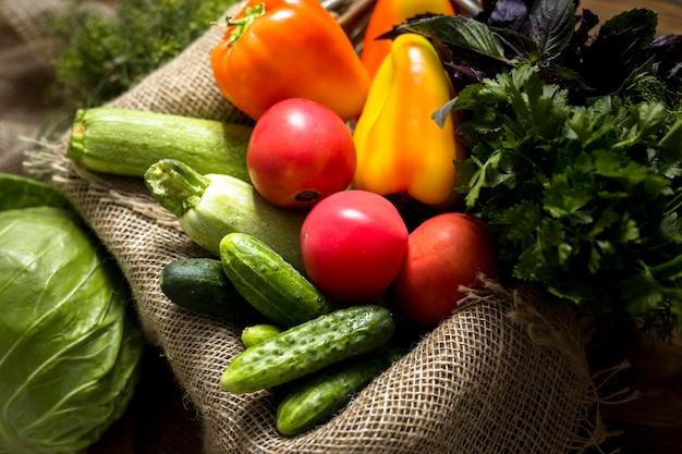 Плоский ассортимент свежих осенних овощей