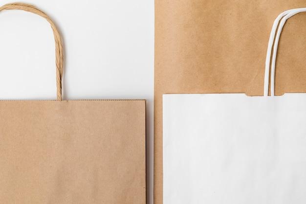 リサイクル可能な包装要素のフラットレイの品揃え
