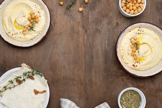 コピースペースのあるおいしい地元料理のフラットレイの品揃え