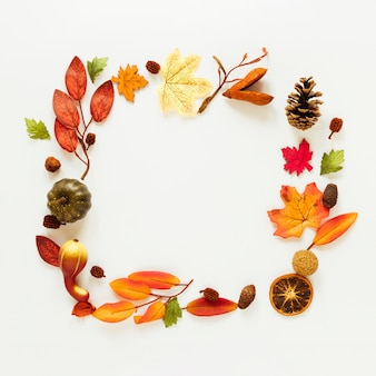 Flat lay autumn leaves frame with copy space