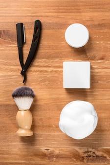 Piatto laici barbiere strumenti concetto verticale