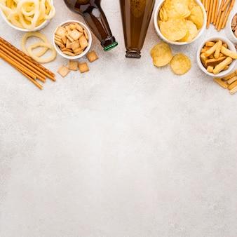 Cornice piatta per bottiglie di birra e snack
