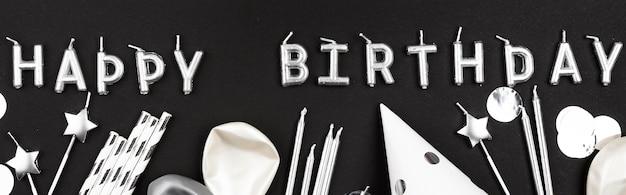 Disposizione di elementi di compleanno piatto laici