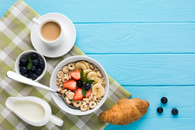 Flat lay breakfast composition with copyspace