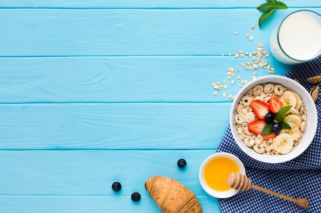フラットレイアウトの朝食用のテーブル、copyspace