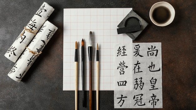 Composizione di elementi di inchiostro cinese piatto laici