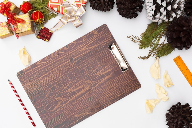 Flat lay christmas clipboard mockup. christmas ideas, notes, plan writing concept. happy n