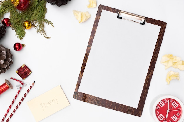 Flat lay christmas clipboard mockup. to-do list. christmas ideas, notes, goals