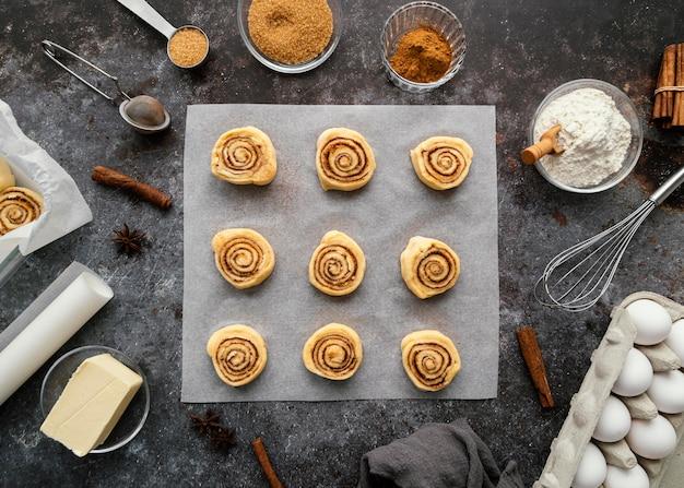 Плоские булочки с корицей и специи