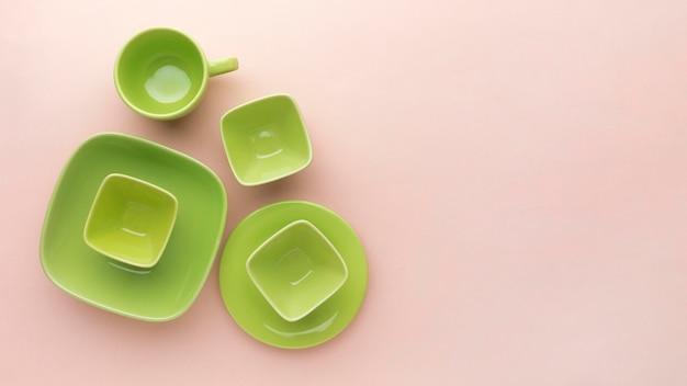 Set di stoviglie pulite piatte con spazio di copia