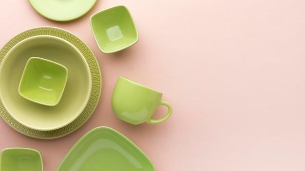 Плоская чистая посуда с копией пространства