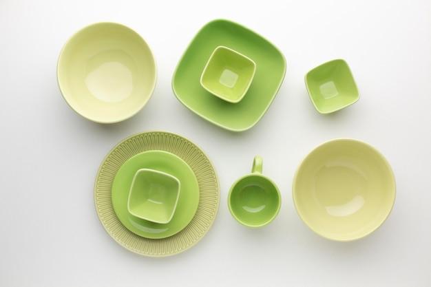 Набор плоской чистой посуды