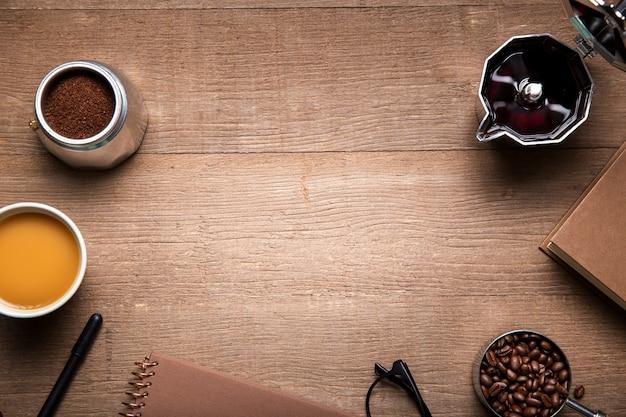 Плоские кофейные ингредиенты с копией пространства
