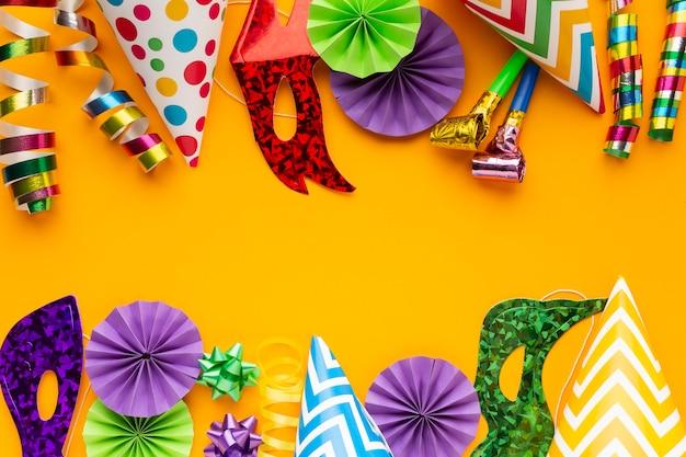 Плоские разноцветные маски и украшения