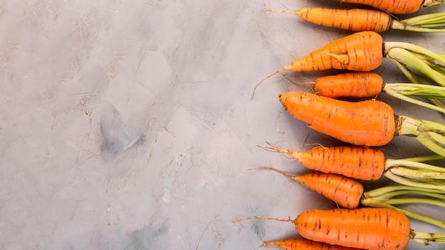 Composizione piatta laica di carote con copia spazio