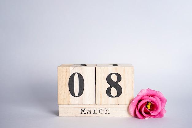 Плоская композиция 8 марта деревянный календарь с цветком