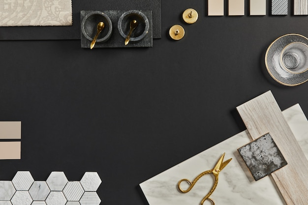 建物、テキスタイル、天然素材、身の回り品のサンプルを使用した、クリエイティブな黒人建築家のムードボードのフラットレイ構成。上面図、黒の背景、テンプレート。