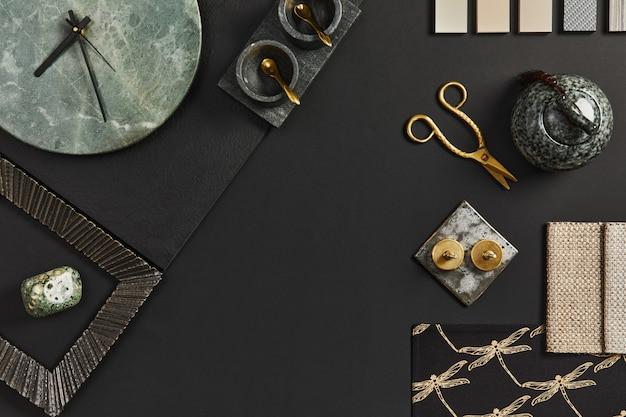 건물, 직물, 천연 재료 및 개인 액세서리 샘플이 포함된 창의적인 검은색 건축가 무드보드의 평평한 구성. 상위 뷰, 검은색 backgroung, 템플릿입니다.