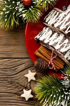 Плоская композиция вкусного рождественского десерта