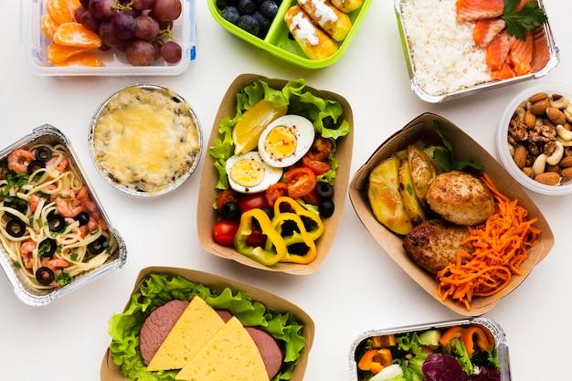 다른 음식의 편평한 위치 구성