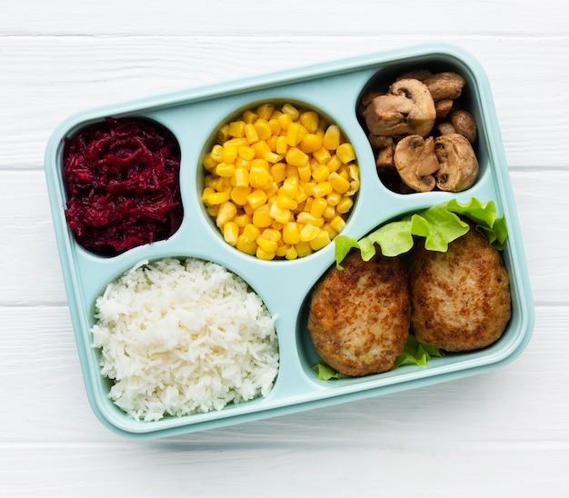 さまざまな食品のフラットレイ組成