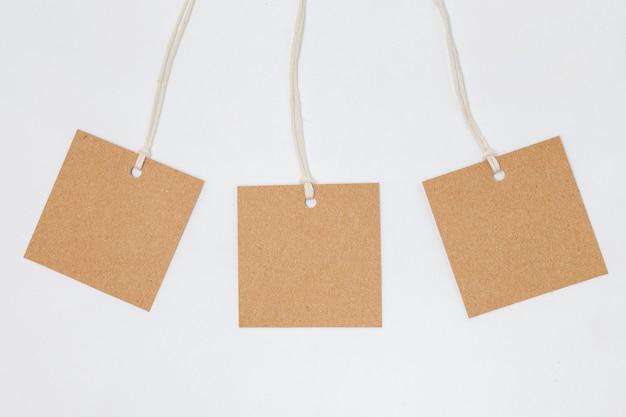 リサイクル可能な包装タグのフラットレイ組成