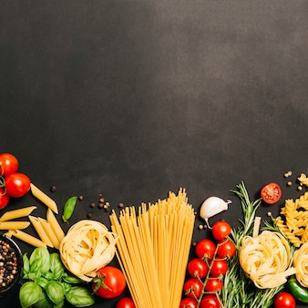 Flat lay composition of pasta with copyspace Premium Photo