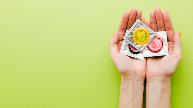 Composizione del metodo contraccettivo piatto laico con copia spazio