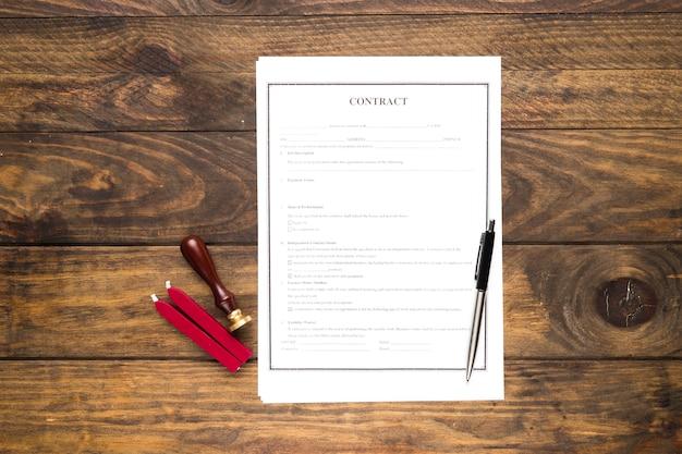 Договор плоской планировки с печатью и красным воском