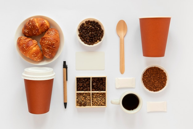 Composizione creativa laica piatta di elementi di caffè