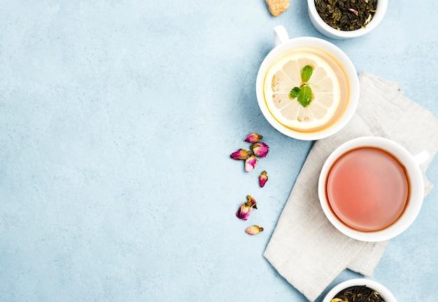 お茶とコピースペースのあるフラットレイカップ